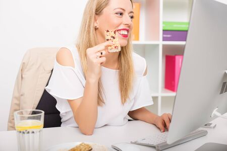 Benefits of Snacking Throughout the Day